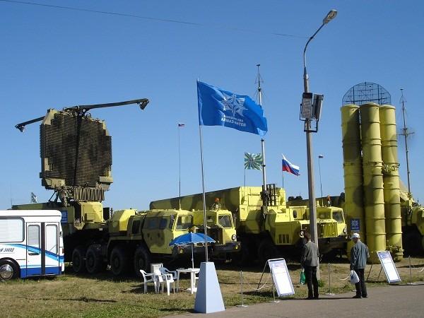 Hệ thống tên lửa phòng không S-300 của Nga