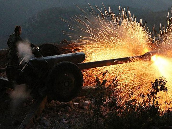 Quân đội Syria nã pháo vào các vị trí của lực lượng khủng bố tại tỉnh Latakia