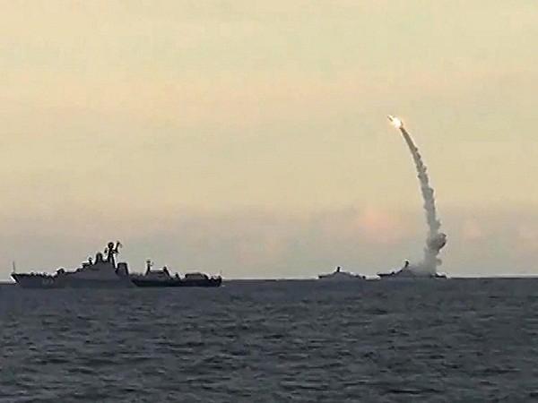 Các tàu hộ tống thuộc Hạm đội Caspian phóng tên lửa hành trình Kalibr