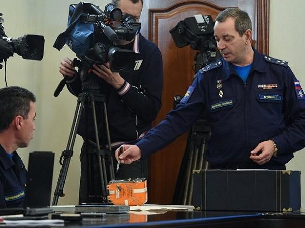 Chiếc hộp đen của Su-24 được mở trước mặt báo chí và các chuyên gia, song đến giờ tình trạng phục hồi dữ liệu vẫn còn bị bỏ ngỏ