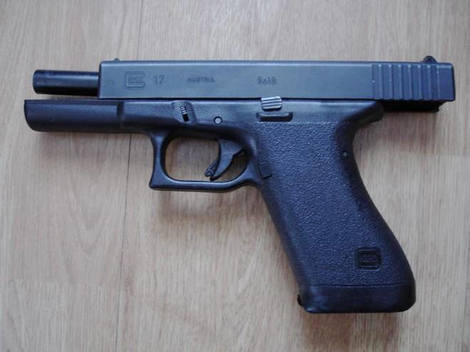 Glock-17 phiên bản đầu tiên