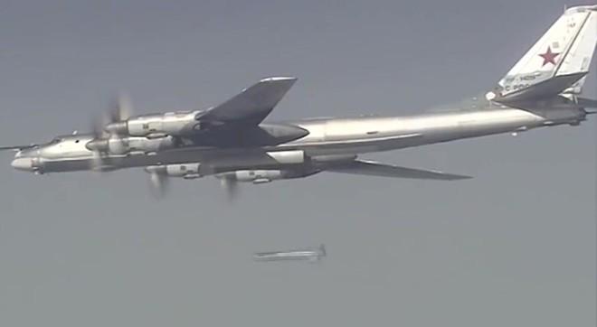 Máy bay ném bom chiến lược Tu-160 tham gia không kích IS ở Syria