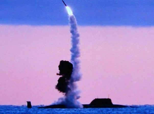 Tên lửa Kalibr-PL phóng từ tàu ngầm hạt nhân K-560 Severodvinsk