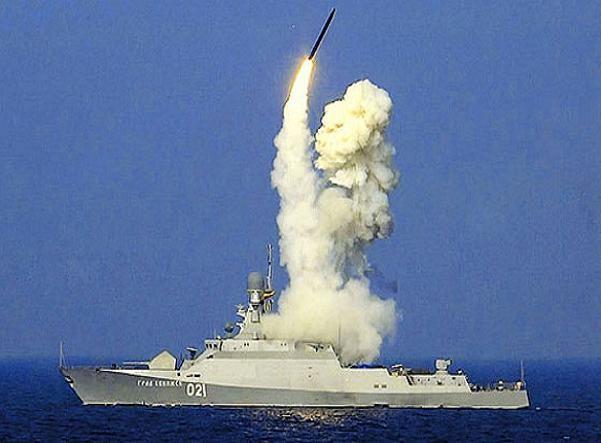 Tàu hộ vệ tên lửa hạng nhẹ Grad Sviyazhsk phóng tên lửa Kalibr