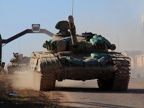 Xe tăng quân đội Syria tiến vào ngôi làng Tal Jabin, phía bắc thành phố Aleppo