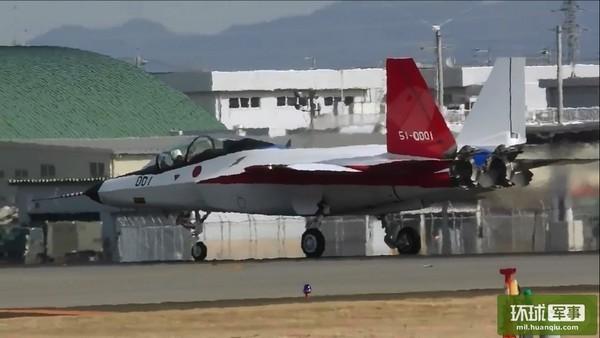 Nó được tiến hành thử nghiệm tại sân bay Chūbu, tỉnh Aichi. Nhật Bản thử nghiệm tính năng máy bay bằng cách cho X-2 chạy thử trên đường băng khoảng 100km, sau đó đánh giá tình hình nghiên cứu và xác định thời gian bay thử lần đầu tiên cho máy bay chiến đấu tàng hình này.