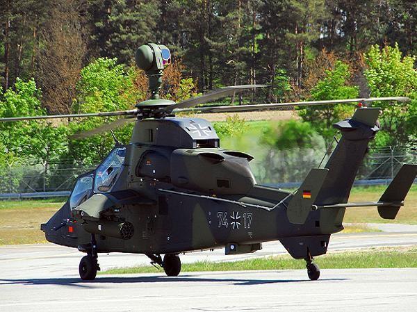 Bức ảnh chụp trực thăng Tiger UHT của quân đội Đức tại căn cứ không quân Grafenwöhr năm 2011