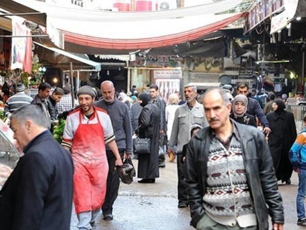 Người dân Syria vui vẻ đến một khu chợ ở thủ đô Damascus trong bối cảnh quân đội nước này liên tục giành được nhiều thắng lợi trước các nhóm khủng bố trong thời gian gần đây.