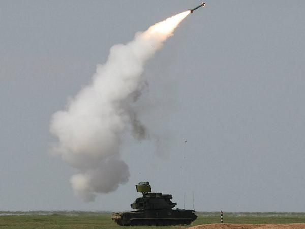 Hệ thống tên lửa phòng không Tor-M2U của Nga khai hỏa