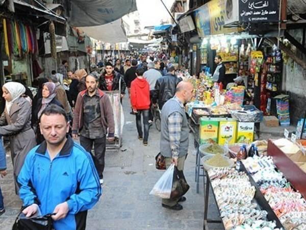 Quang cảnh đông vui, tấp nập hiếm gặp trong khu chợ.