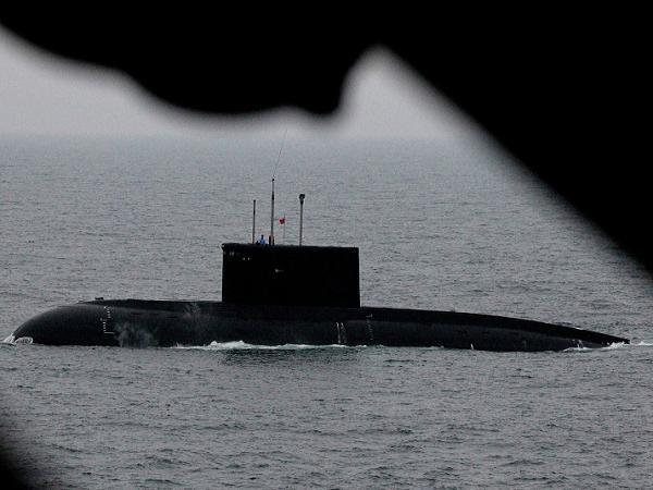 Một tàu ngầm của Nga tham gia diễn tập cứu nạn