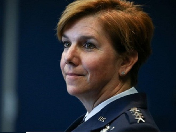 Nữ tướng Lori Robinson - Tư lệnh lực lượng Không quân Mỹ ở Thái Bình Dương