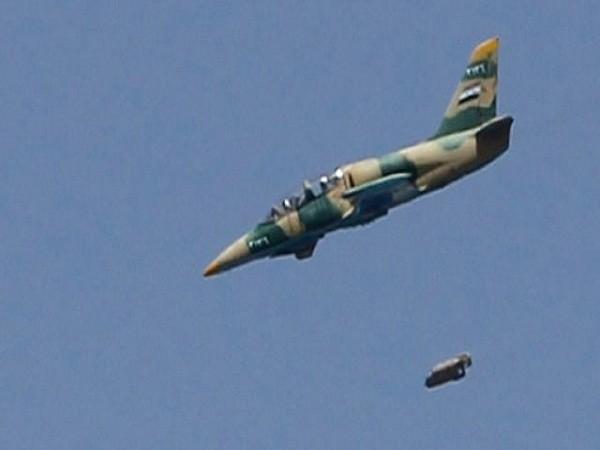 Máy bay chiến đấu của quân đội Syria đang dò tìm các mục tiêu quân sự của IS