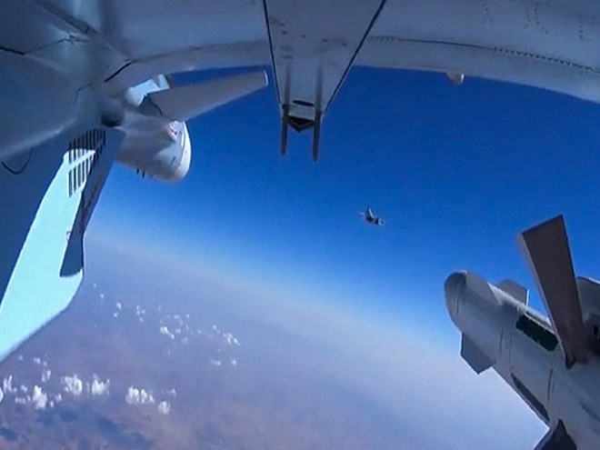 Máy bay Nga xuất kích tiêu diệt IS tại Syria