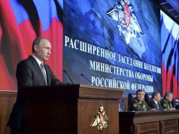 Tổng thống Putin trong một buổi họp với các tướng lĩnh quân đội Nga về tình hình chiến sự Syria