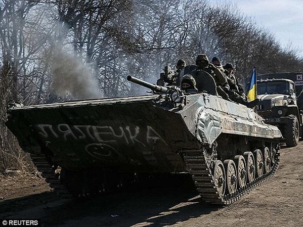 Xe bọc thép của quân đội Ukraine triển khai tại miền đông