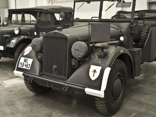 Xe chỉ huy Horch-901của Đức.