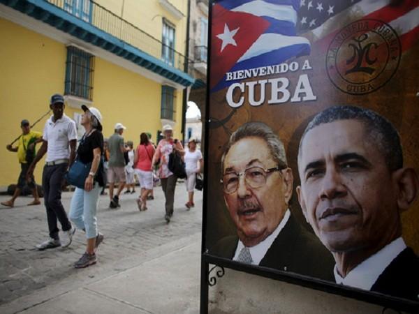Hình ảnh Chủ tịch Cuba Raul Castro (trái) và Tổng thống Mỹ Barack Obama tại Havana.