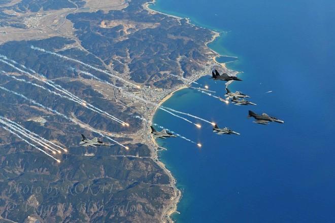 Một tốp nhiều chủng loại máy bay Hàn Quốc cùng tham gia diễn tập