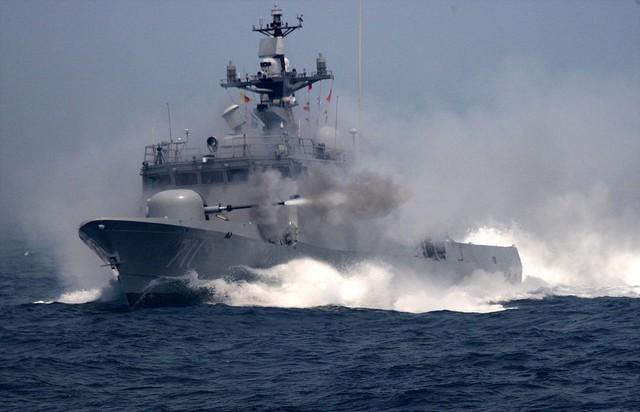 Tàu tên lửa tấn công nhanh Yoon Youngha mang số hiệu 711 của Hàn Quốc