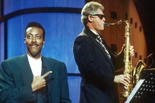 Trong cuộc vận động tranh cử tổng thống năm 1992, ứng viên đảng Dân chủ Bill Clinton đã có buổi ra mắt rất nổi tiếng trên chương trình truyền hình Arsenio Hall Show. Bước lên sân khấu bảnh bao trong bộ đồ complet và kính đen, với kèn saxophone trong tay, ông Clinton gây ấn tượng mạnh với khán giả khi biểu diễn ca khúc nổi tiếng Heartbreak Hotel của danh ca Elvis Presley. Phần biểu diễn của Clinton được chào đón hết sức nhiệt liệt.
