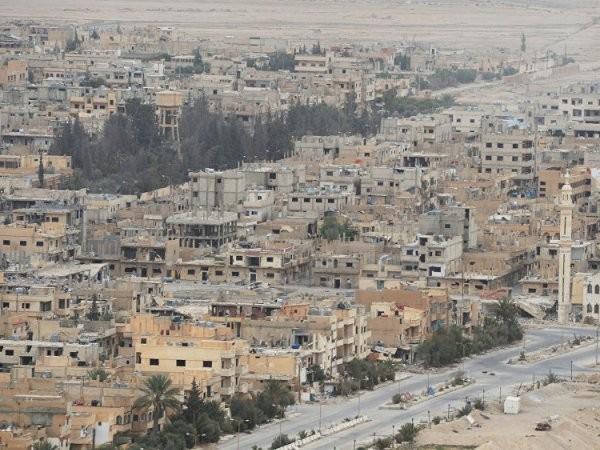"""""""Phần lớn các khu di tích ở thành phố Palmyra đã được giải phóng với những thiệt hại ít nhất có thể. Quân đội Syria và lực lượng đồng minh đã giải phóng rất chuyên nghiệp"""", quan chức phụ trách di sản cổ Syria, ông Maamoun Abdulkarim nói với Sputnik."""