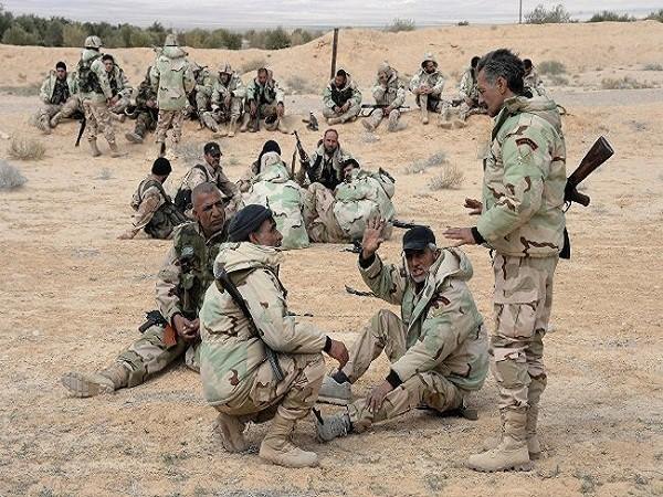 """Lực lượng dân quân """"Chim ưng sa mạc"""""""