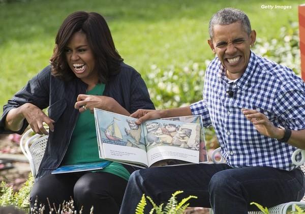 Vợ chồng Tổng thống Obama vừa kể chuyện, vừa có những hành động minh họa vô cùng sinh động