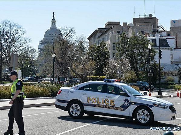 Cảnh sát phong tỏa khu vực xung quanh Tòa nhà Quốc hội