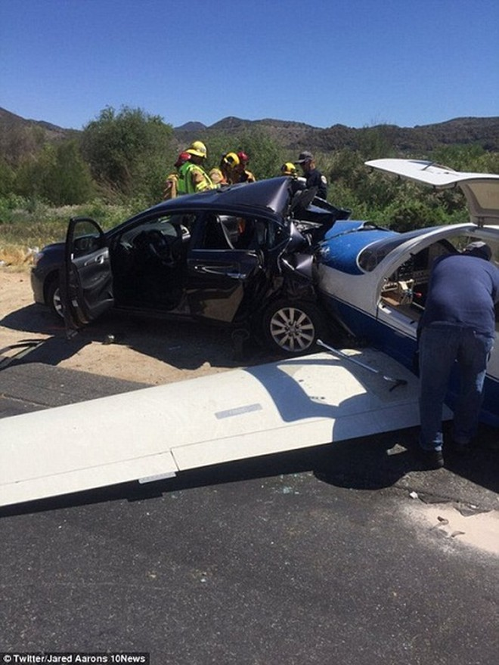 Mỹ: Máy bay rơi, nghiền nát ô tô, 6 người thương vong ảnh 1
