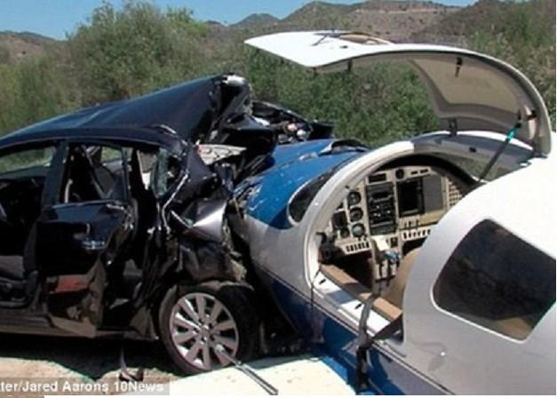 Mỹ: Máy bay rơi, nghiền nát ô tô, 6 người thương vong ảnh 2