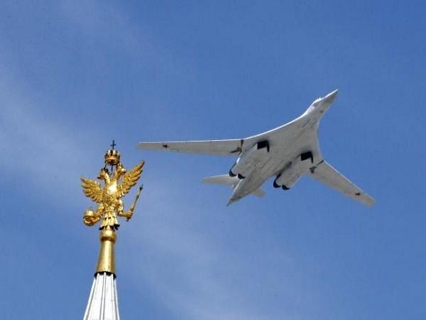 Máy bay ném bom Tu-160 tham gia một cuộc trình diễn tại Moscow