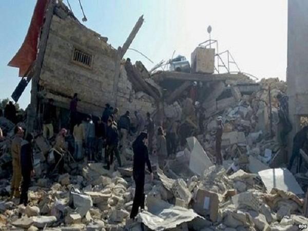 Cảnh đổ nát sau các cuộc pháo kích tại thành phố Aleppo