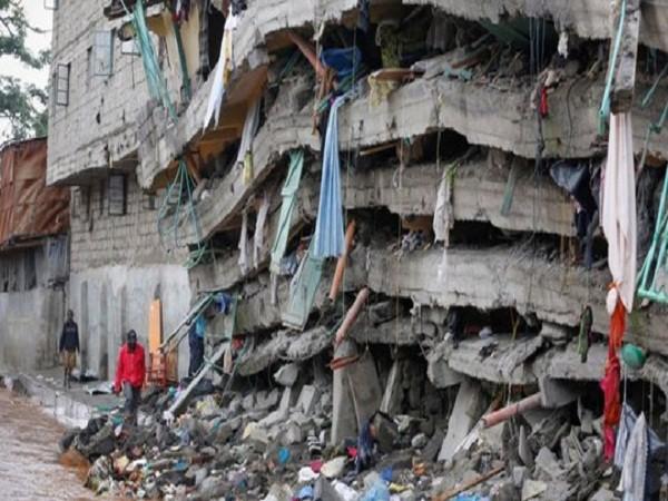 Bé gái sống sót kỳ diệu khi bị chôn vùi dưới tòa nhà sập ảnh 2