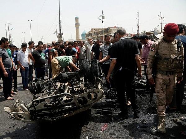 Hiện trường vụ đánh bom xe hơi hôm 11-5 tại Baghdad