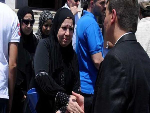 Hàng trăm người cầu nguyện cho những nạn nhân mất tích trong vụ MS804 ảnh 3