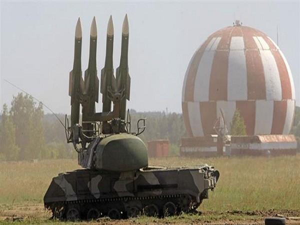 Hệ thống tên lửa Buk 2 được trang bị các tên lửa 9M317 có khả năng diệt mục tiêu ở độ cao gần 14.000m, và mang theo các đầu đạn với trọng lượng 70kg.