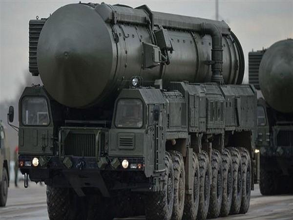 RS-24 Yars là tên lửa đạn đạo xuyên lục địa. RS-24 Yars có thể mang theo đầu đạn hạt nhân với tầm bắn lên đến 11.000km. Tên lửa này được thiết kế để thay thế tên lửa đạn đạo Topol-M và được triển khai từ năm 2010.