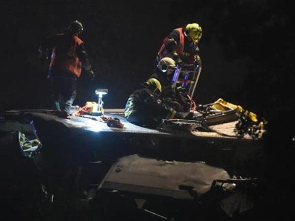 Lực lượng chức năng làm việc tại hiện trường vụ tai nạn tàu hỏa xảy ra ở Bỉ ngày 5-6-2016