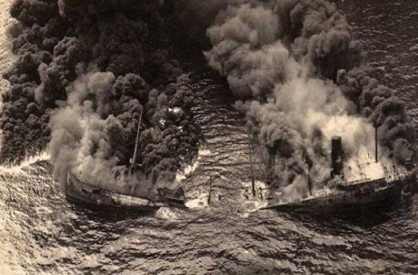 Tàu chở dầu Dixie Arrow bị tàu ngầm U-71 bắn chìm ngoài khơi Bắc Carolina vào ngày 26-3-1942