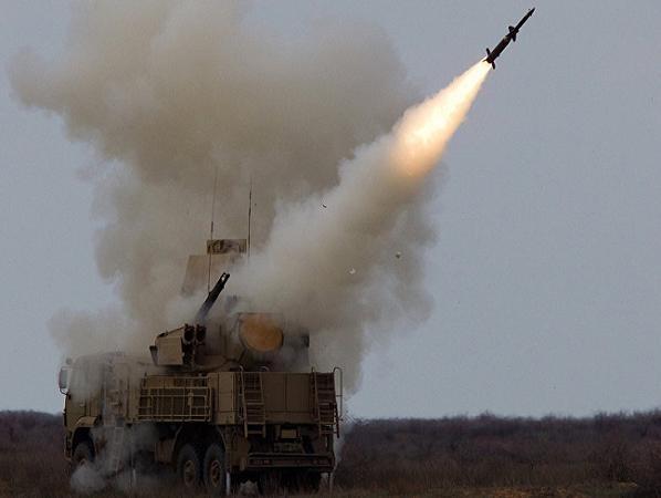 Tổ hợp tên lửa phòng không Pantsir-S của Nga nhả đạn trong một cuộc diễn tập