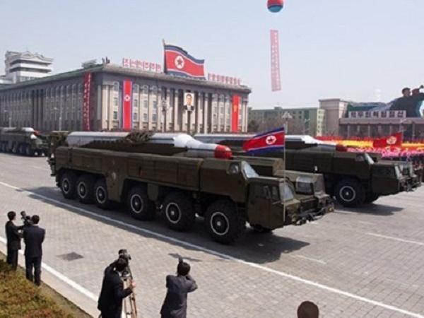 Tên lửa đạn đạo tầm trung Musudan của Triều Tiên tại một lễ diễu binh