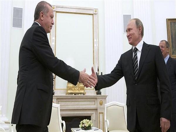 Tổng thống Nga Vladimir Putin (phải) và người đồng cấp Thổ Nhĩ Kỳ Recep Tayyip Erdogan.