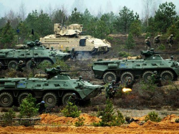 Xe bọc thép Mỹ và Hungary tham gia một cuộc diễn tập huấn luyện tại Litva