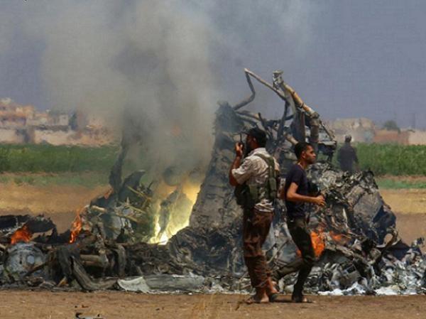 Hình ảnh hiện trường vụ chiếc trực thăng Mi-8 của Nga bị bắn rơi ở Syria