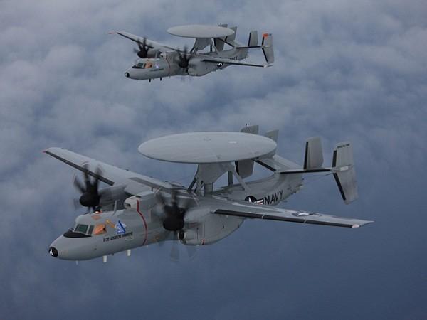 Máy bay cảnh báo sớm trên không E-2D của hải quân Mỹ