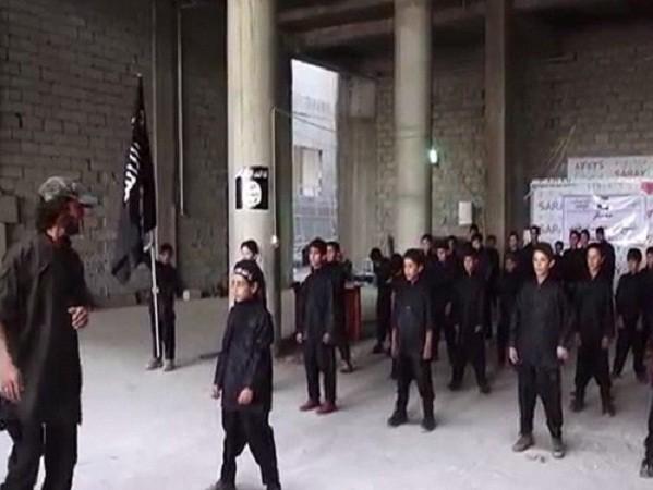 Nga: IS đào tạo trẻ em, phụ nữ cho các cuộc chiến ở Aleppo, Syria ảnh 1