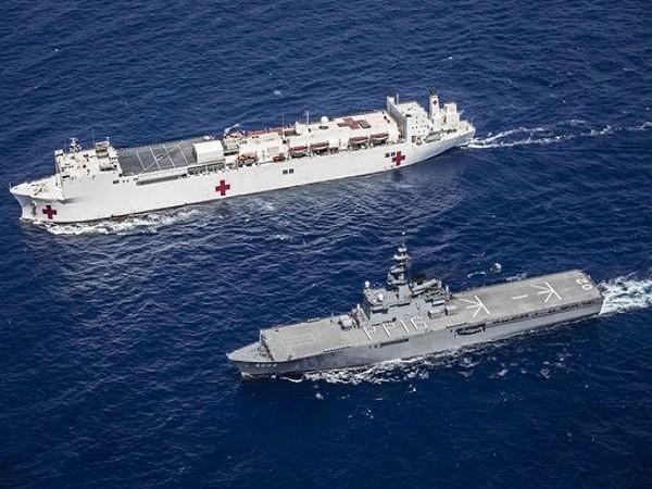 Tàu bệnh viện Mỹ và tàu đổ bộ Nhật Bản tham gia diễn tập Đối tác Thái Bình Dương 2016 ở ngoài khơi Đà Nẵng