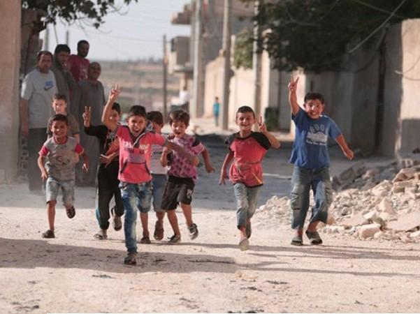 Syria: Hàng nghìn người dân phấn khởi trở về Manbij sau giải phóng ảnh 5
