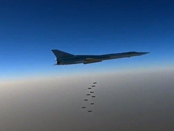 Chiến đấu cơ Nga dội bom phá nát kho vũ khí của phiến binh ở Syria ảnh 1